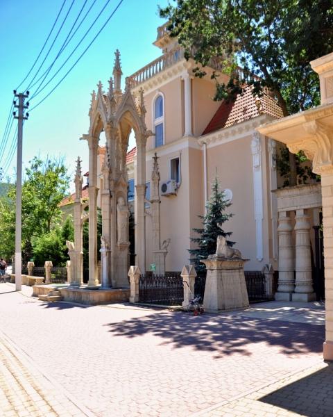Фасад Старого парка Кабардинки