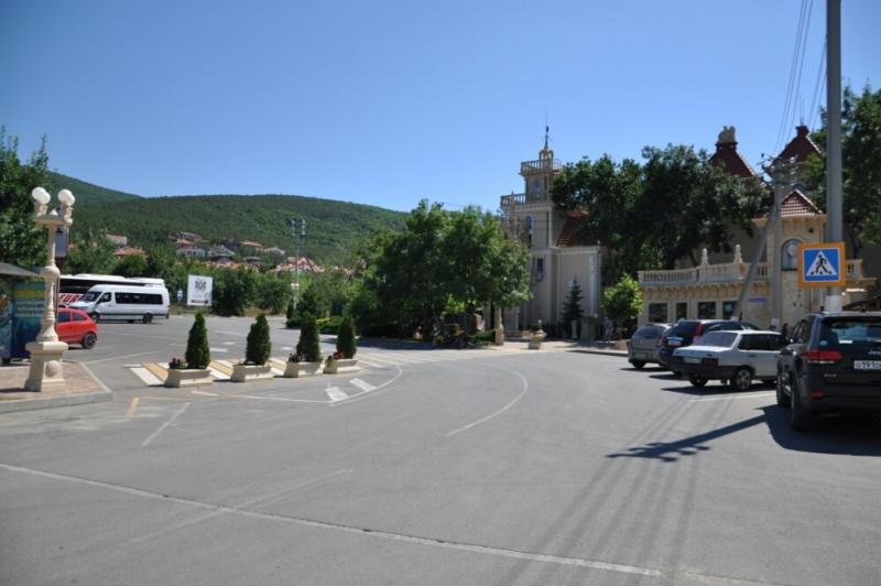 Парковка возле Старого парка Кабардинки