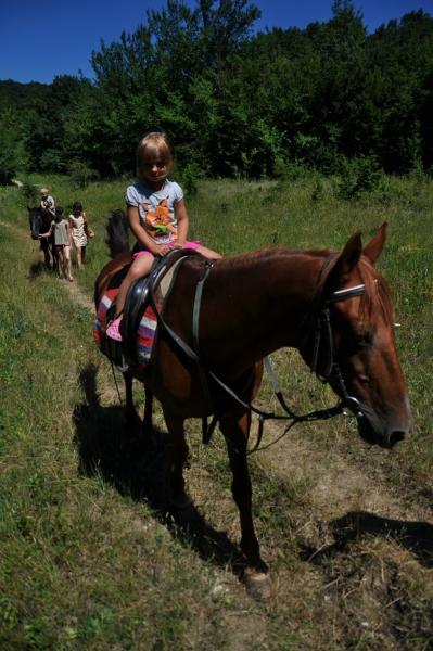 Катаемся на лошадках в Адербиевке