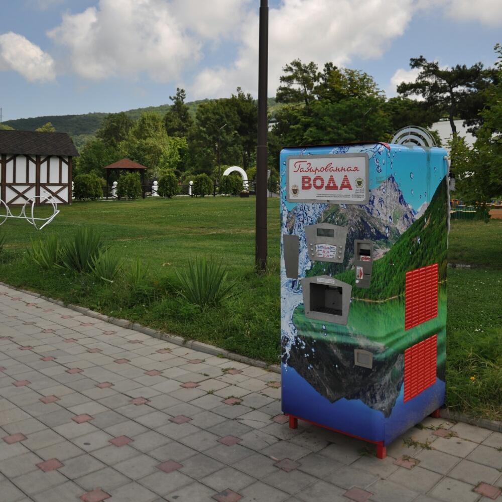 Автомат с газировкой в парке Абрау-Дюрсо