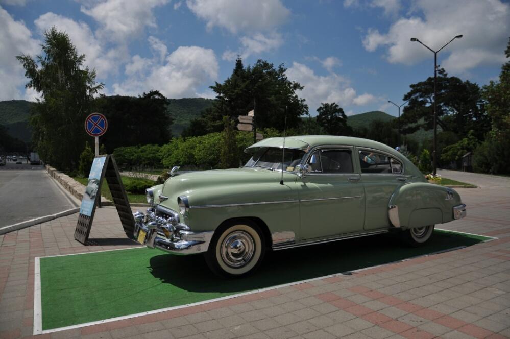 Раритетные авто в парке Абрау-Дюрсо