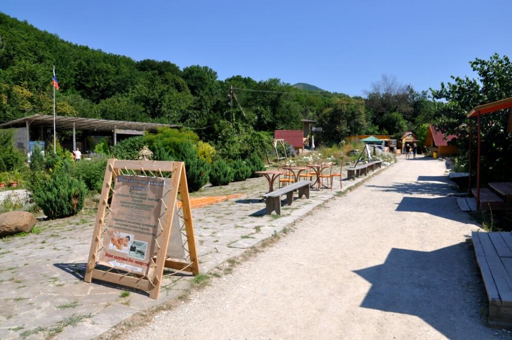 Посёлок на пути к дольменам