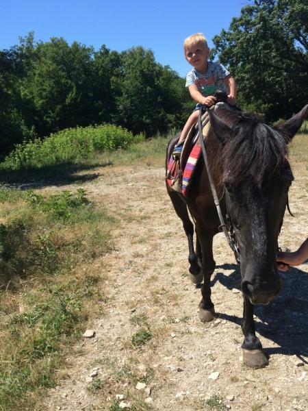 Тёма на лошадке в Адербиевке