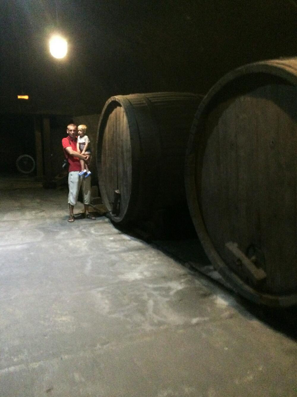 Винные бочки в подземельях Абрау-Дюрсо