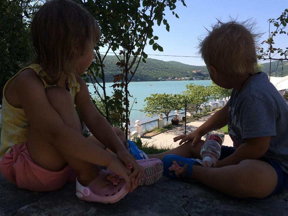 Любуемся с Тёмой озером Абрау