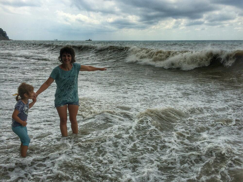 Очередная волна накатывает на нас с мамой