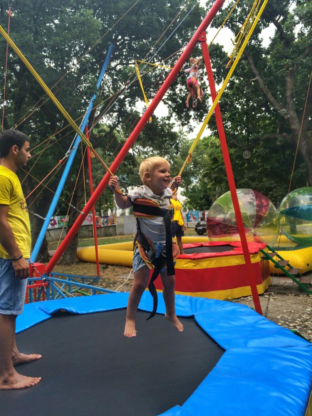 Прыгаем с Тёмой на тарзанке в Геленджике