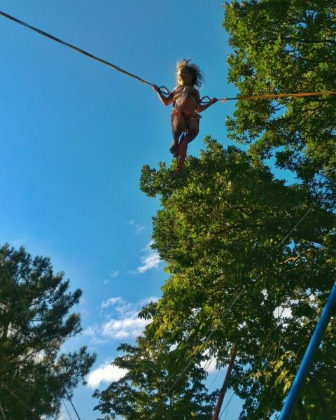 Я летают на тарзанке