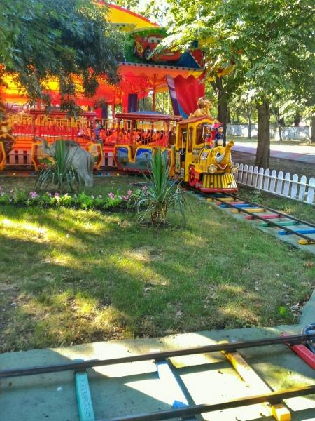 Паровозик ы детском парке в Геленджике