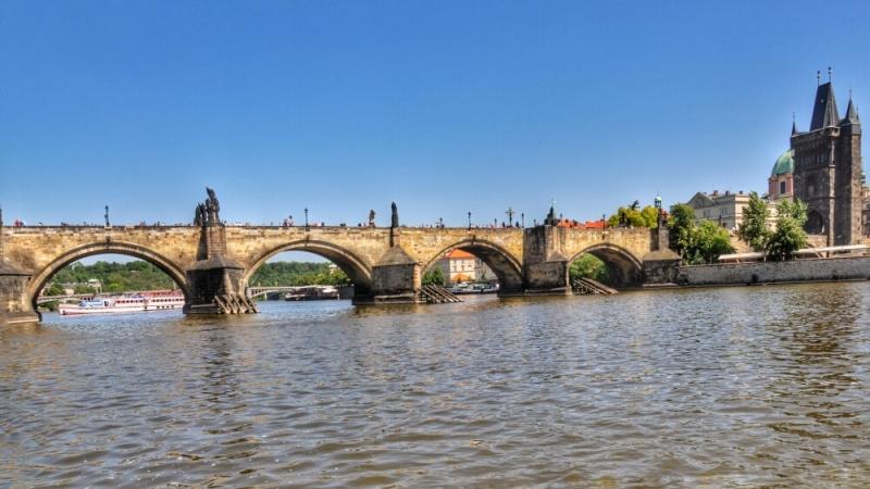 Кадров мост с экскурсионного катера
