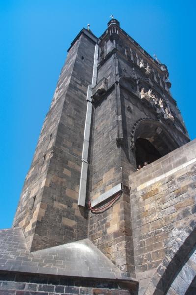 Староместкая башня из под моста
