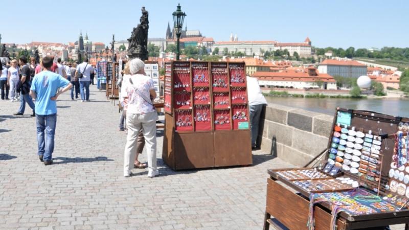 Сувениры на Карловом мосту