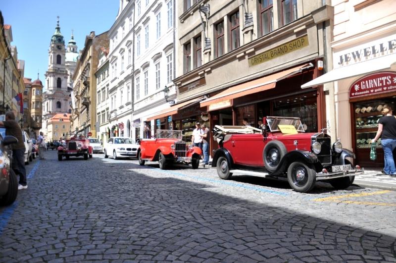 Парковка красных лимузинов