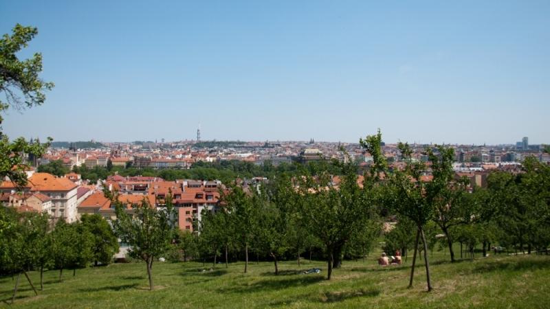 Вид на Прагу с высоты Петржинских садов