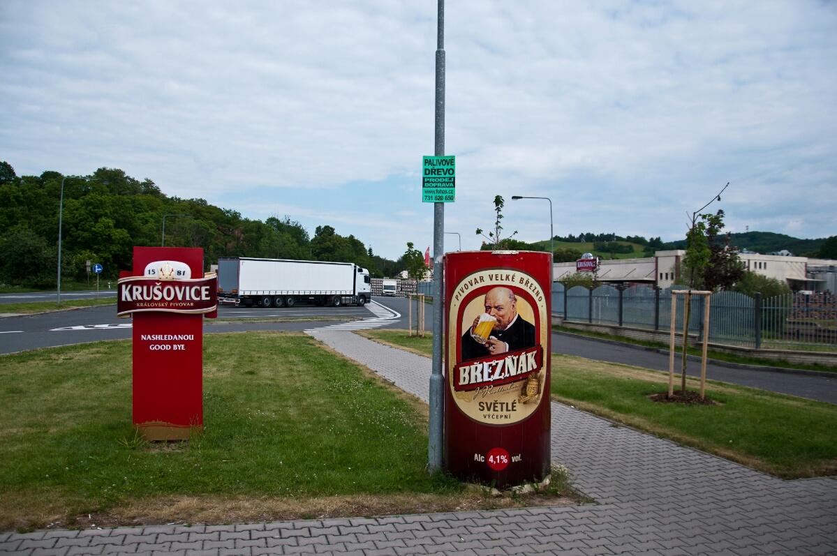 Реклама перед заводом Крушовице