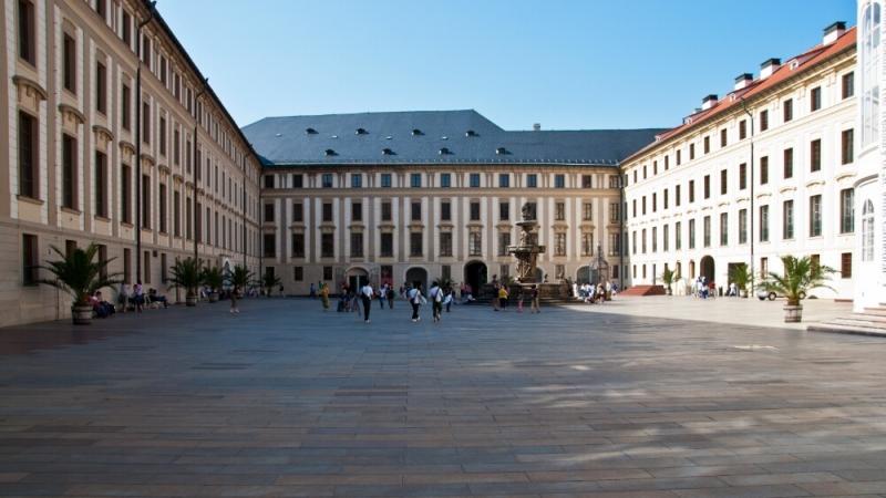 Внутренняя площадь пражского града