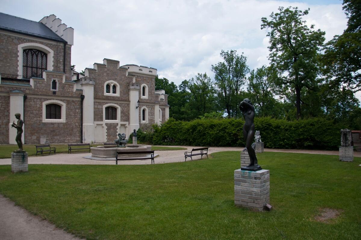 Внутренний двор замка Глубока-над-Влтавой