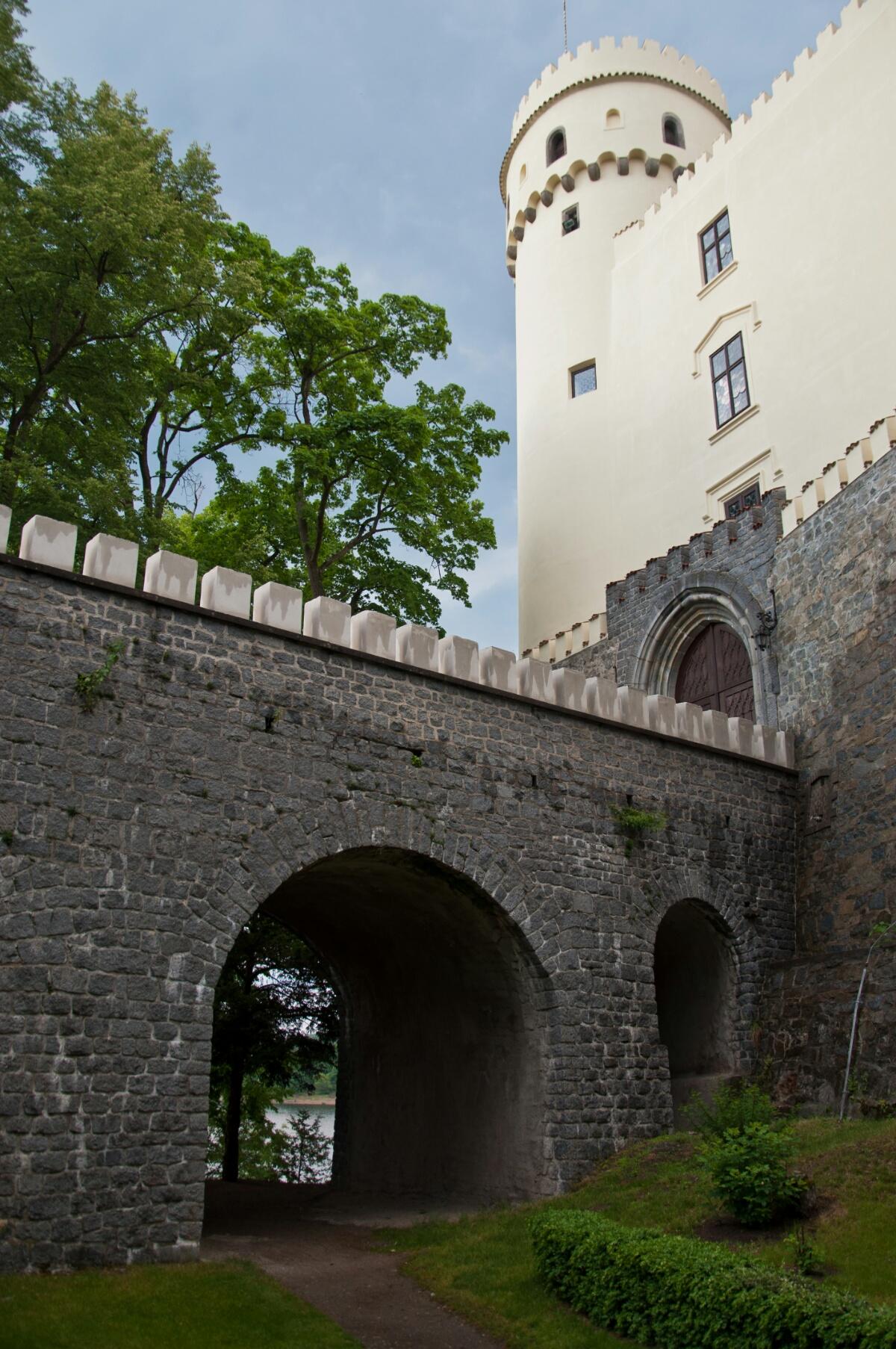 Под мостом замка Орлик