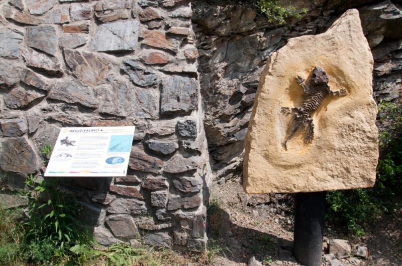 Экспонаты доисторических животных в пражском зоопарке