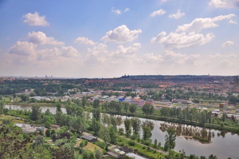 Вид с обзорной башни в пражском зоопарке