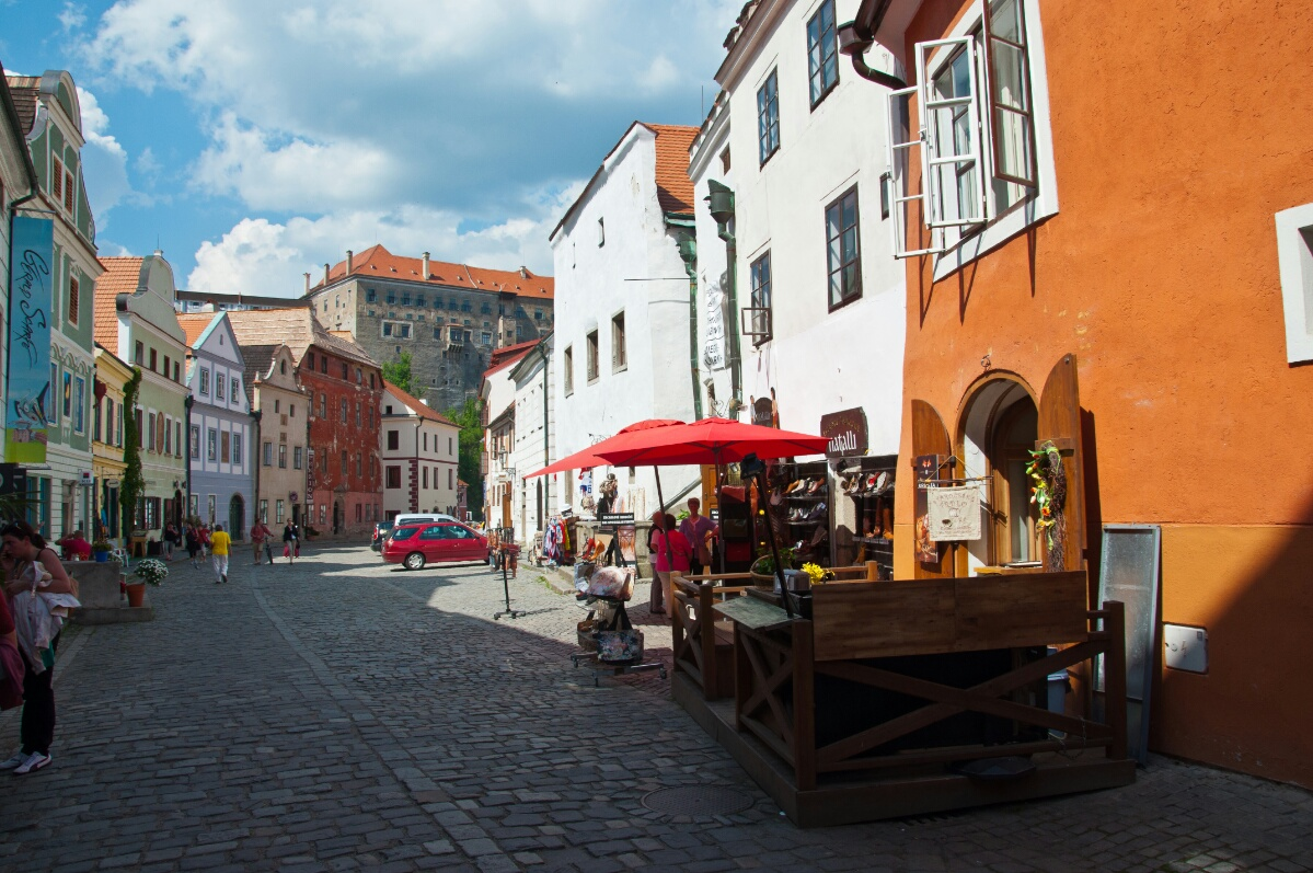 Сувенирные лавки на улочках Чески Крумлова