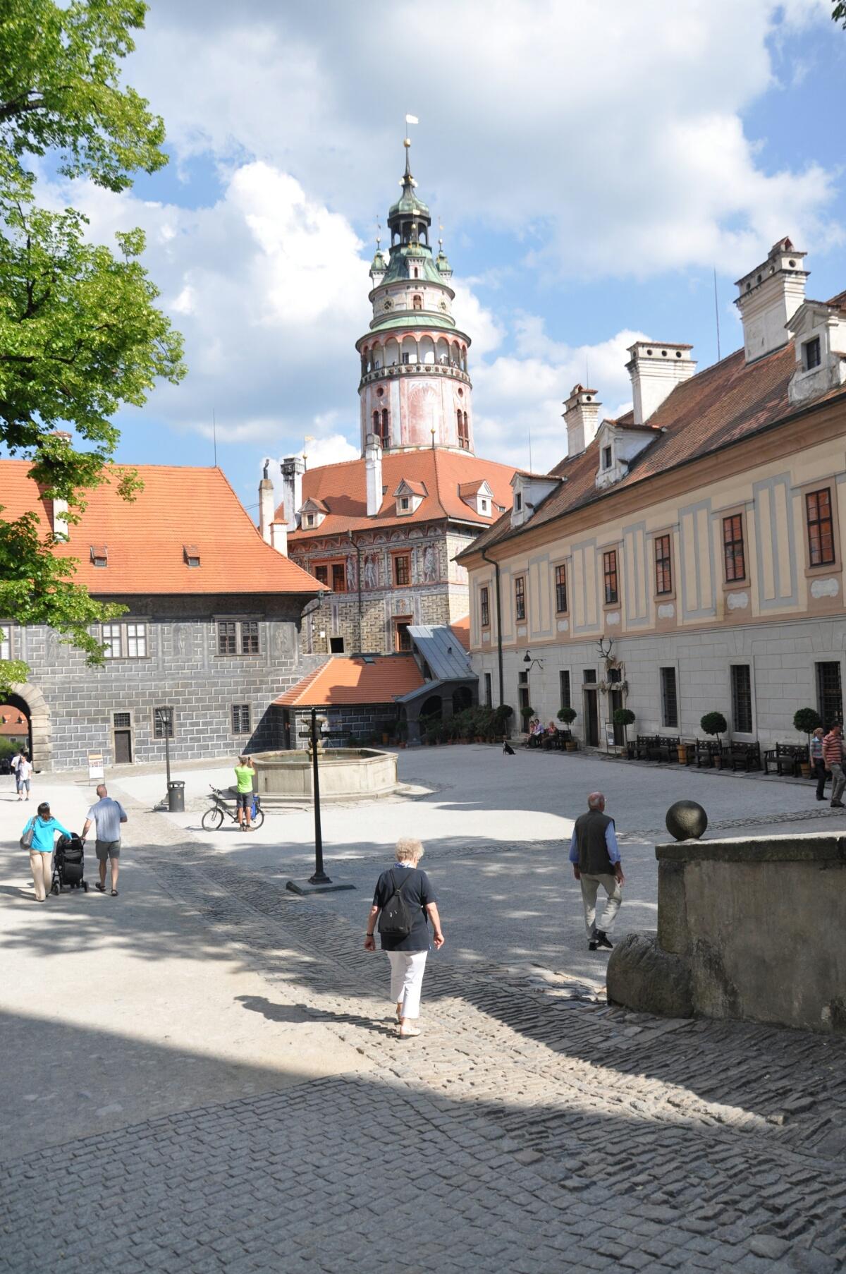 Внутренний двор Нижнего замка в Чески Крумлове
