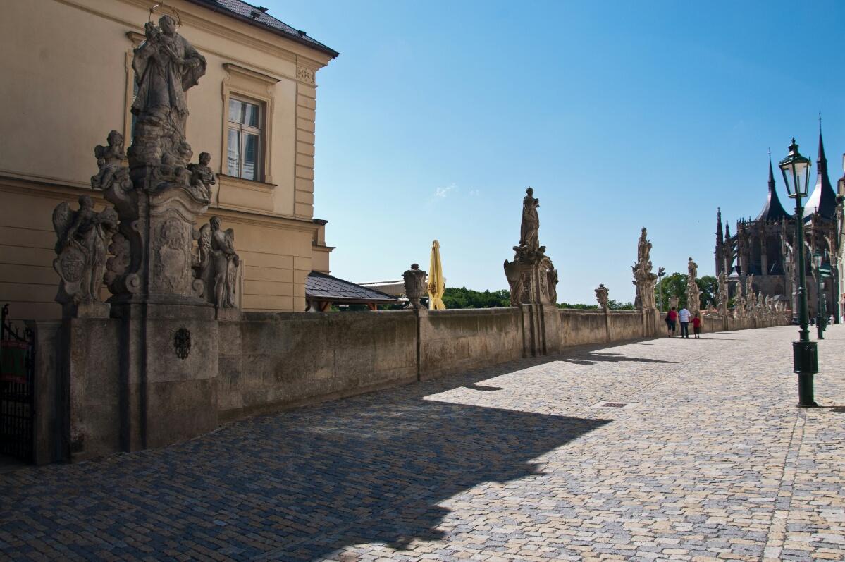 Дорога к собору Святой Варвары