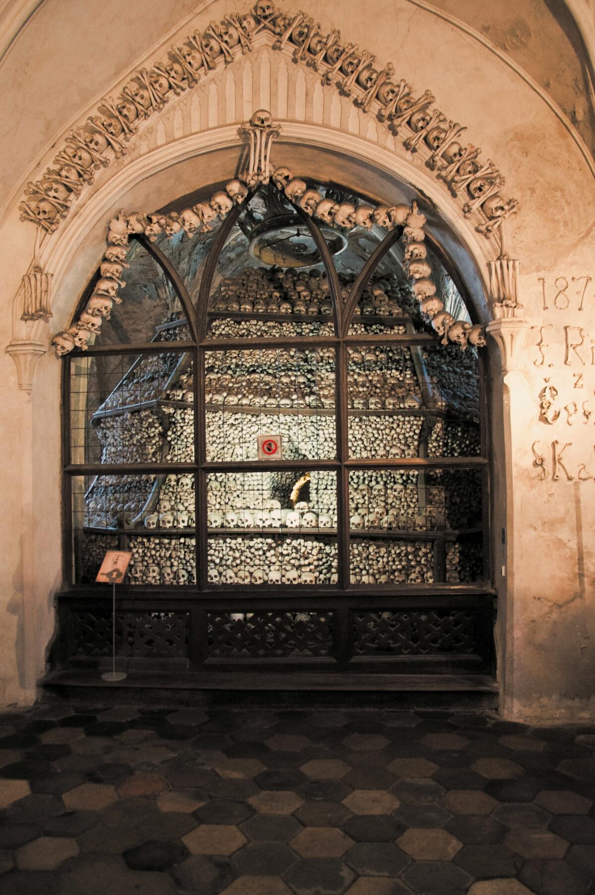 Груды костей в Костнице