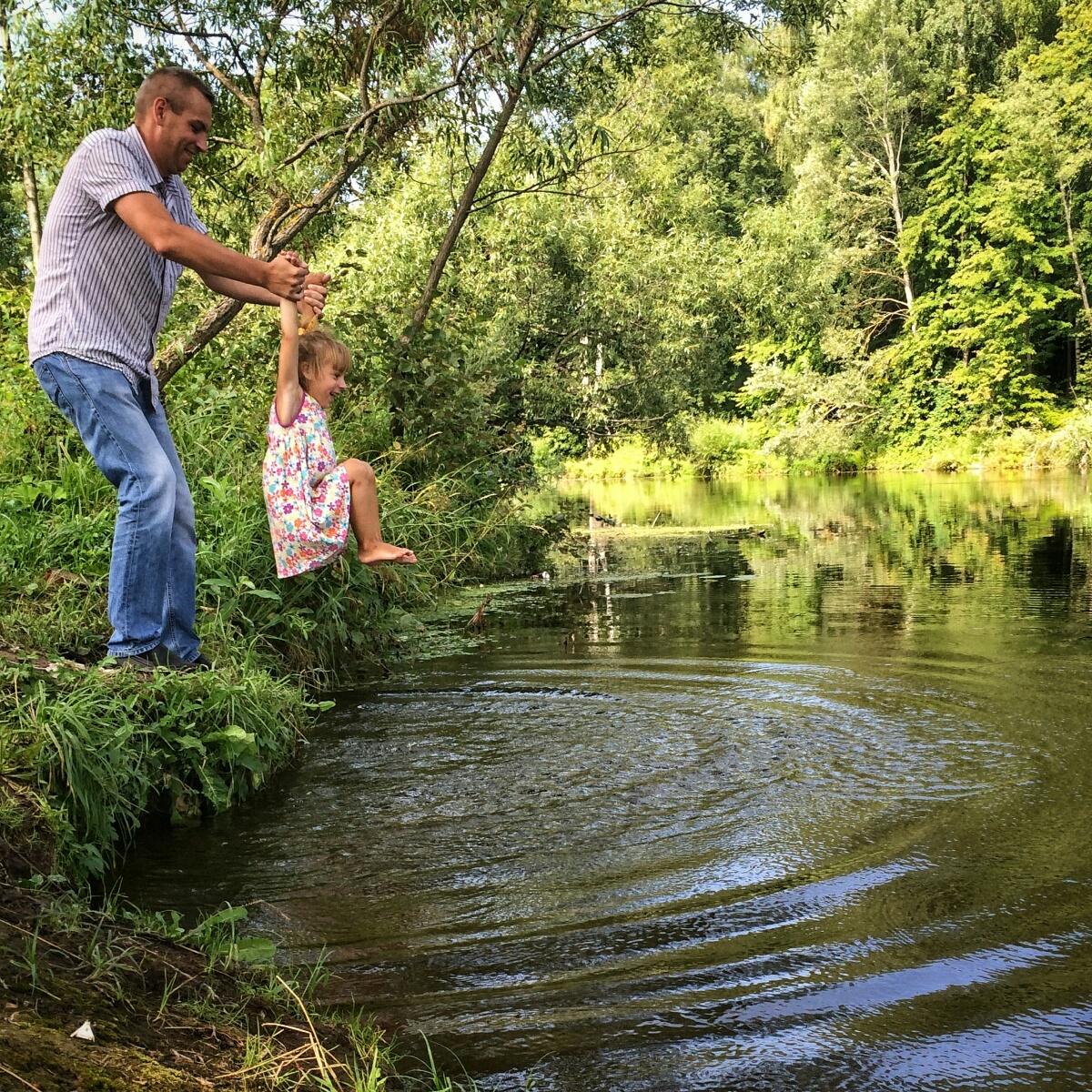 Мочу ножки в речке рядом с Яропрлецкой ГЭС
