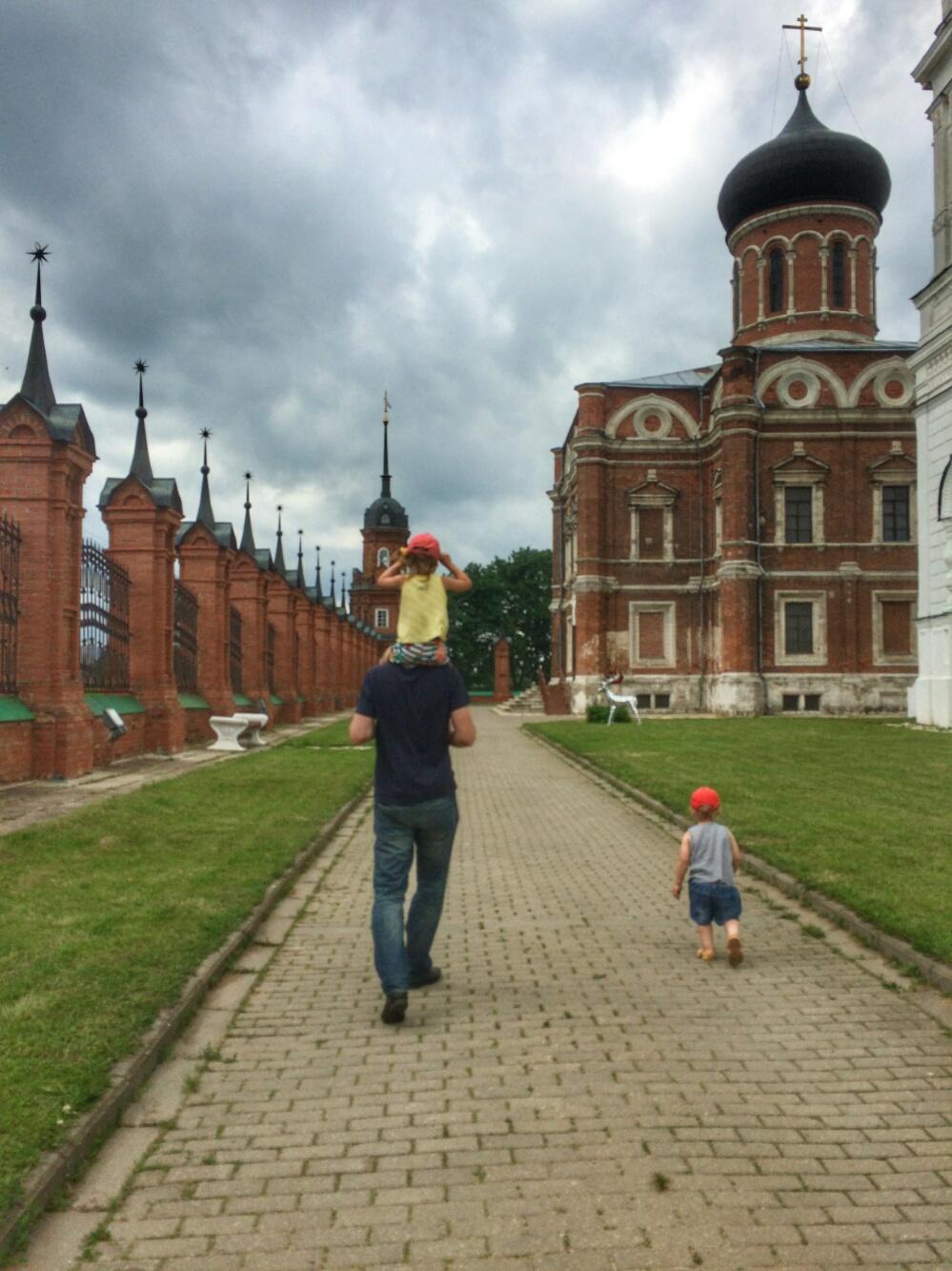 На территории Волоколамского кремля