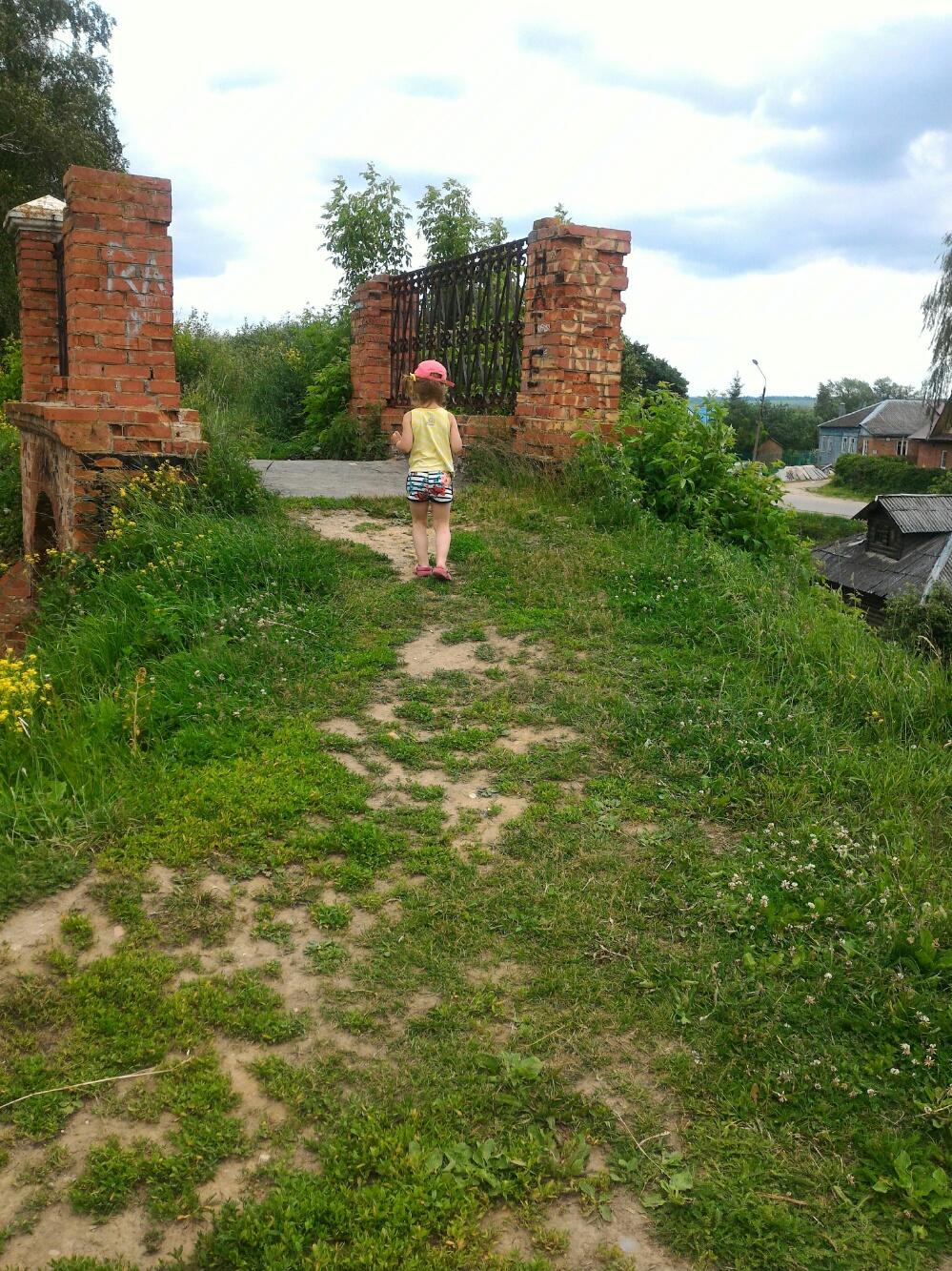 Гуляю по крепосьном валу Волоколамского кремля
