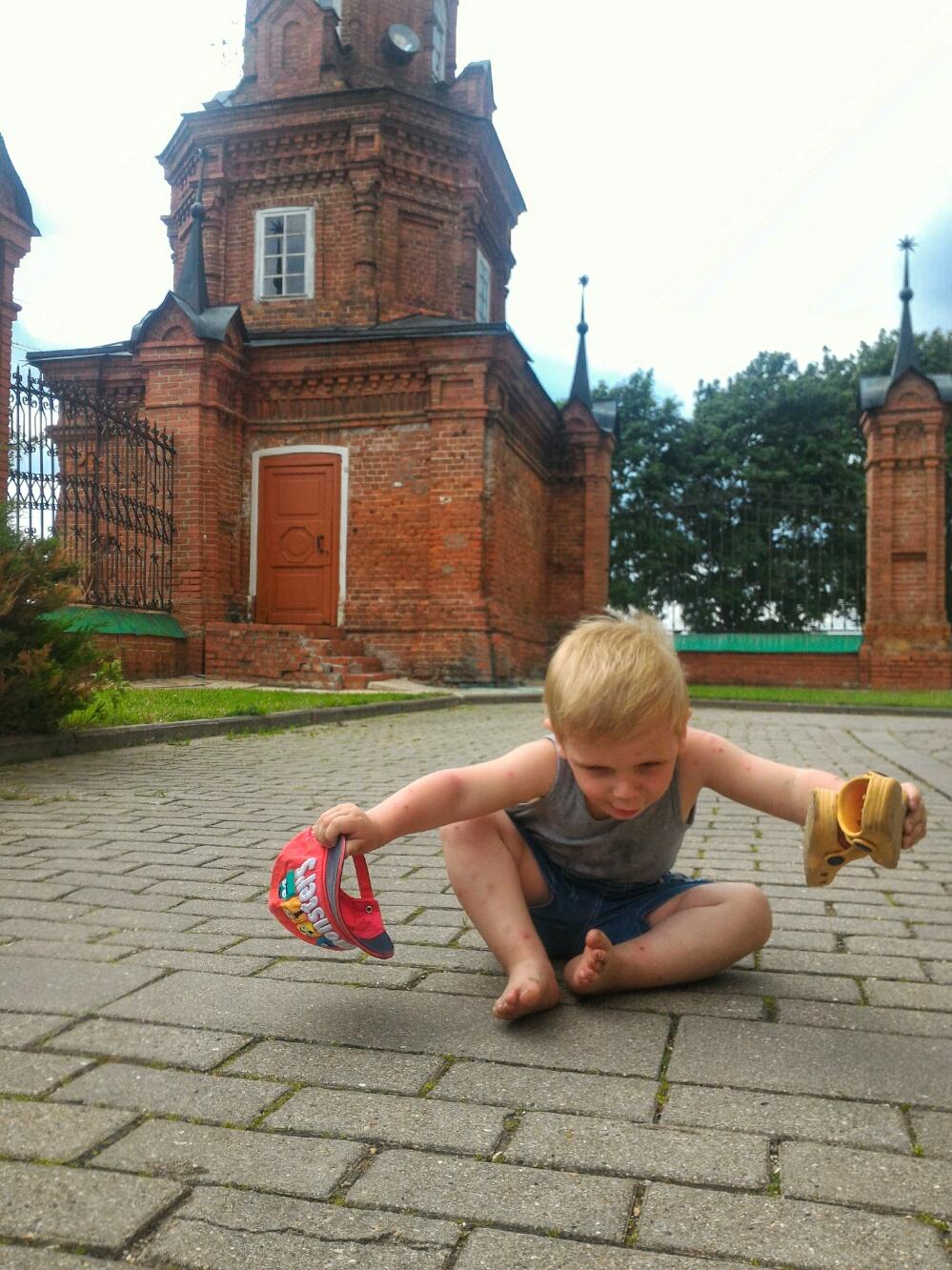 Тёма на брусчатке Волоколамского кремля