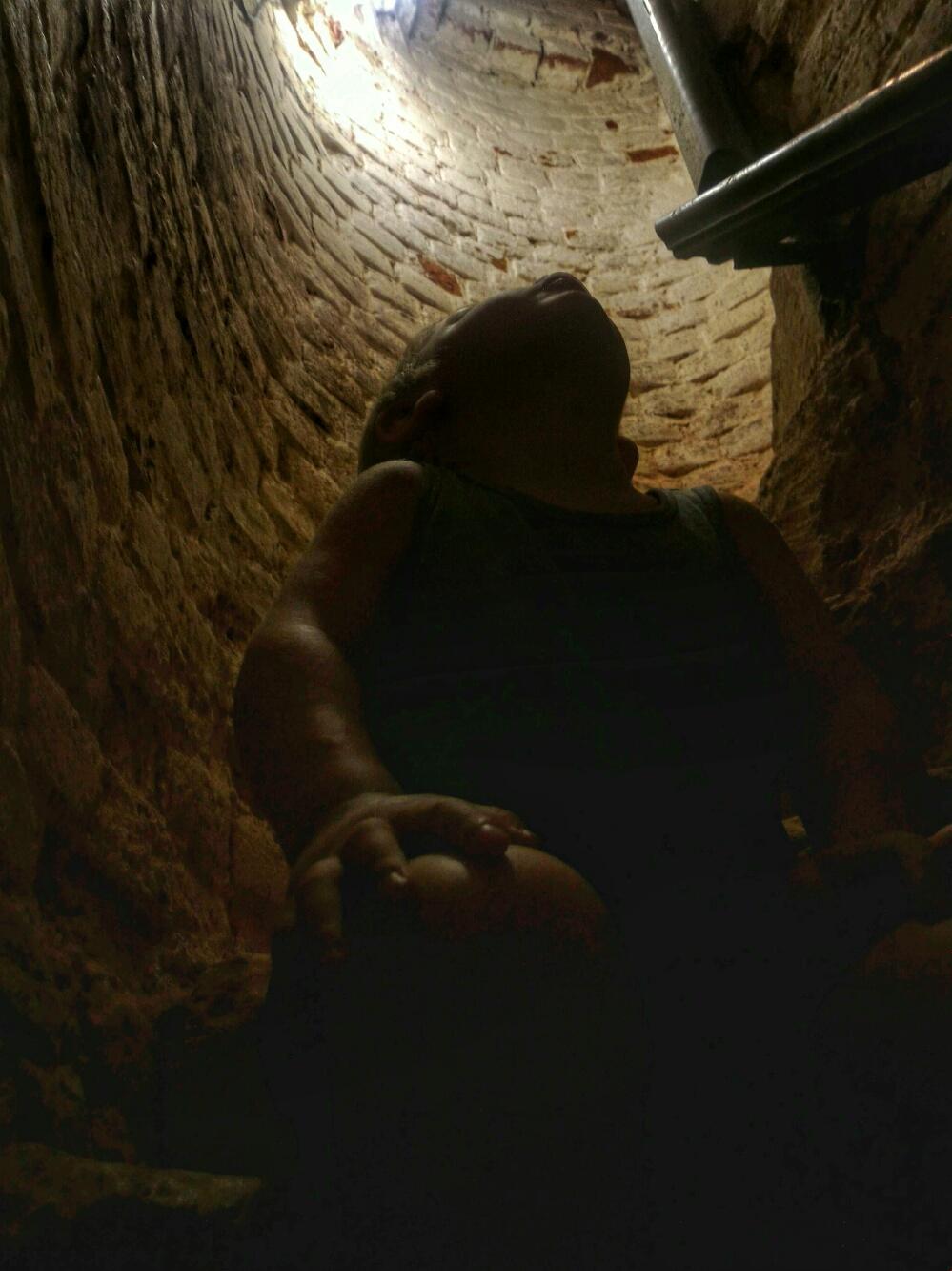 Тёма на ступеньках колокольни Волоколамского кремля