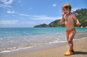 На пляже Agios Georgios