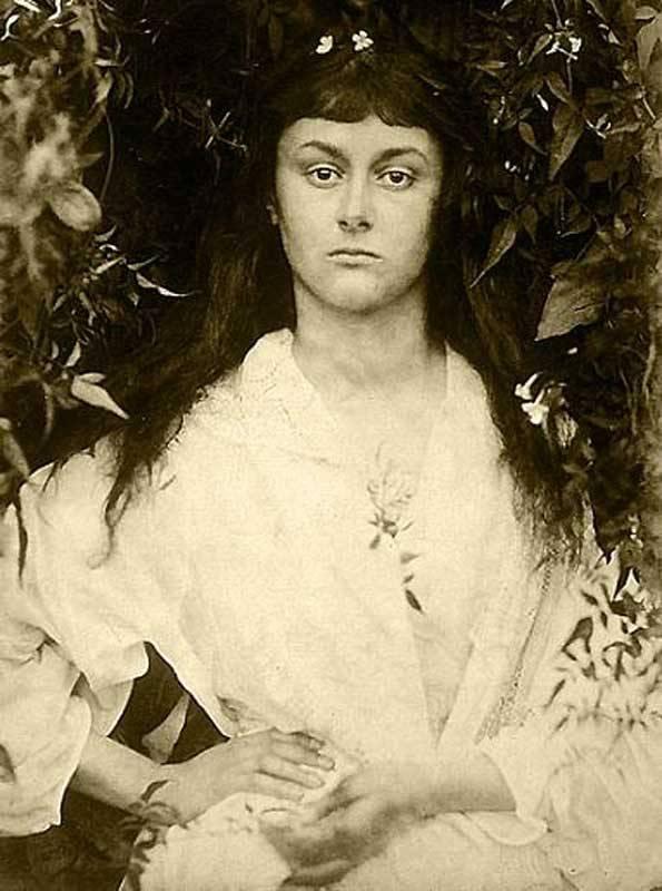 Алиса Лидделл в юности. Фотограф Джулия Маргарет Камерон