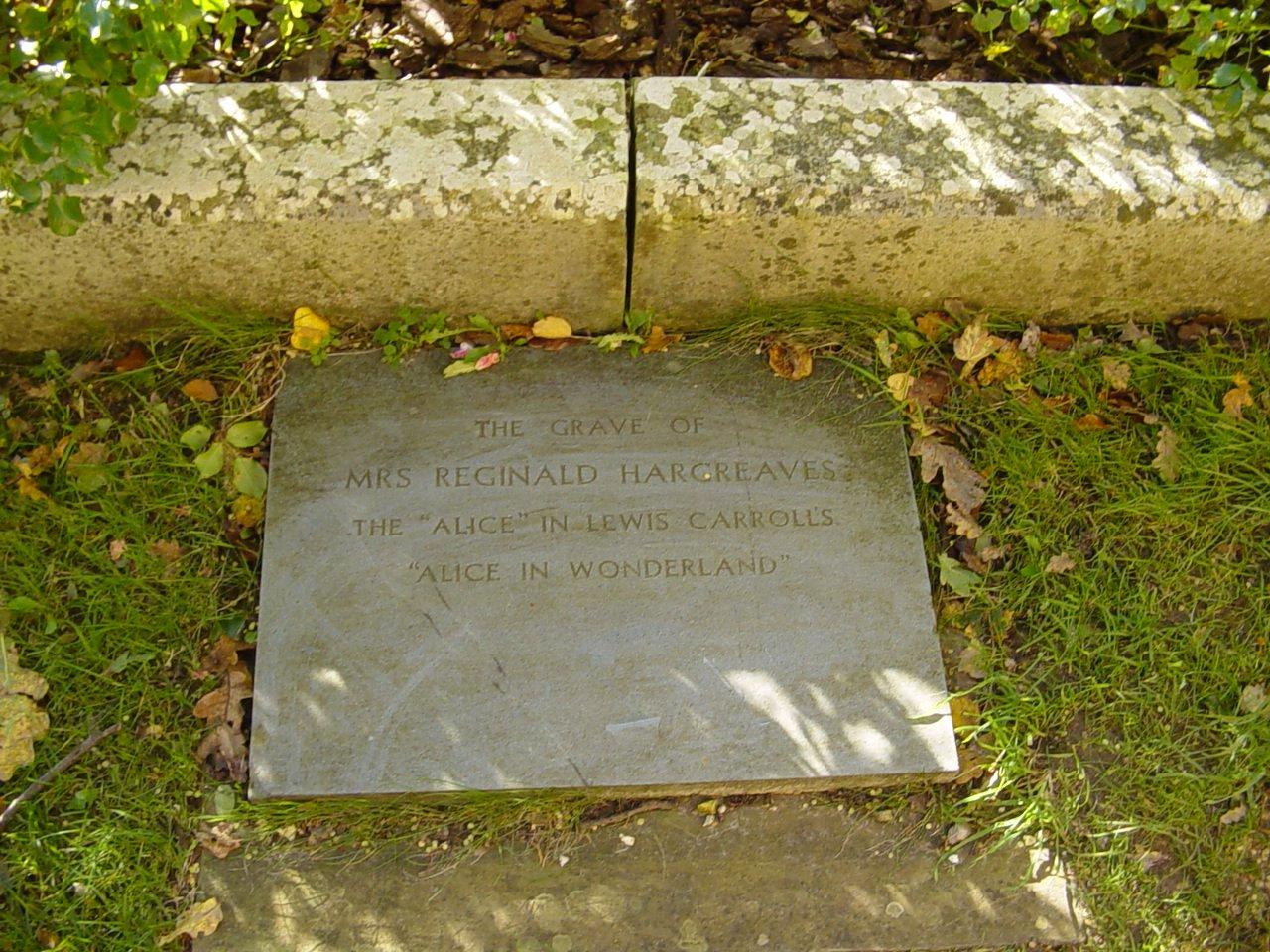 Мемориальная плита на могиле Алисы Лидделл