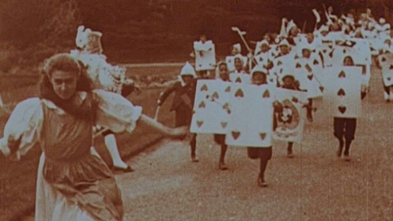 Кадр из фильма «Алиса в стране чудес» Сесиль Хепуорт (1903 год)