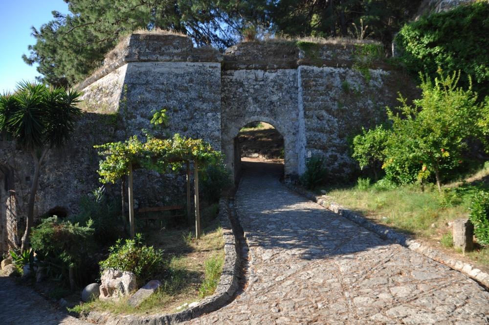 Ворота во внутренний дворик крепости