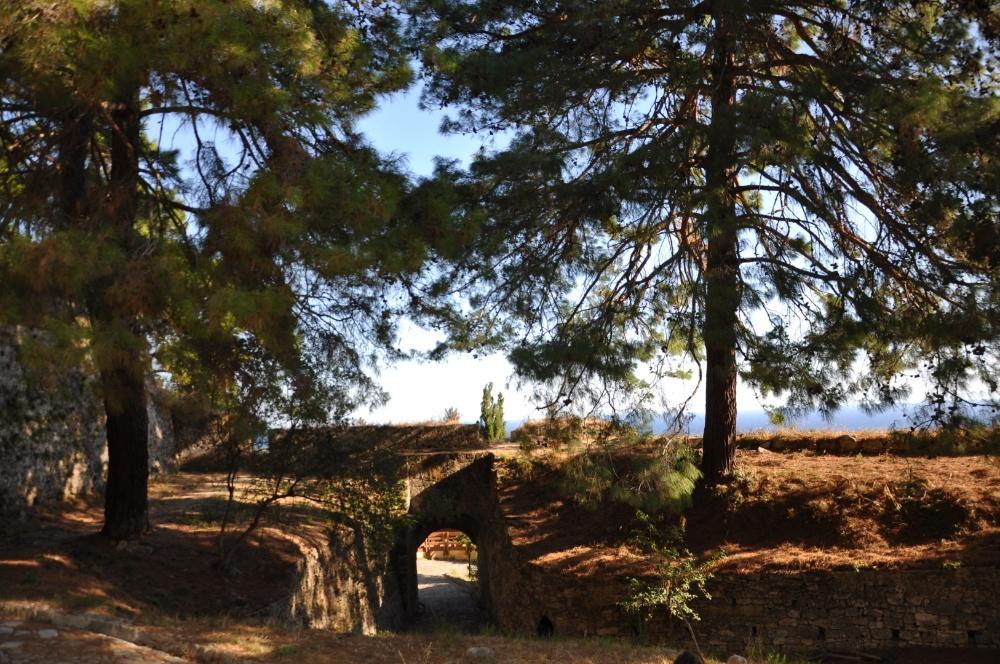 Парадная крепости Бохали