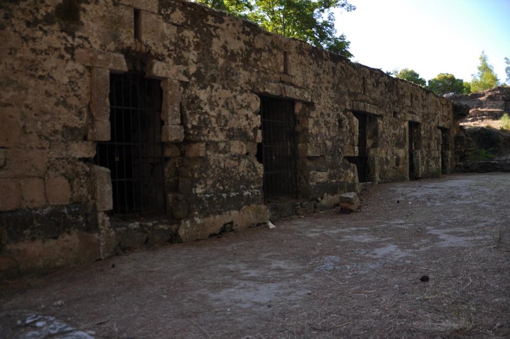 Тюремные камеры в крепости Бохали