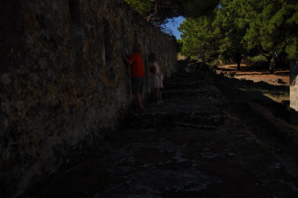 Сквозь бойницы в стенах Бохали