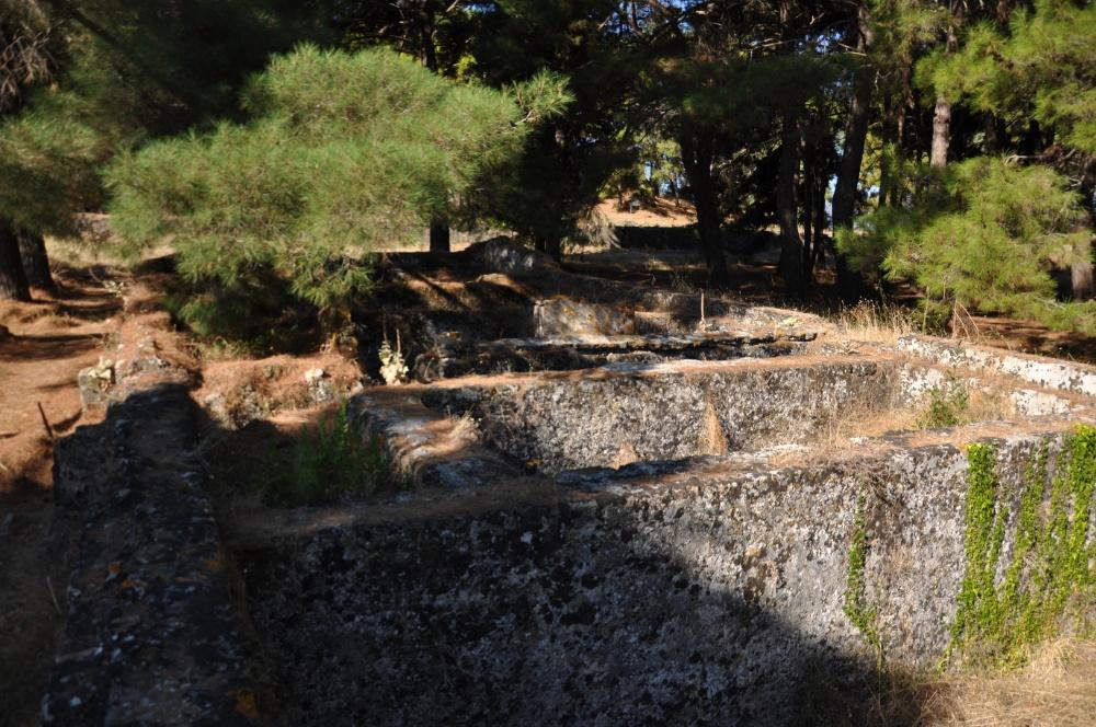 Стены казарм в Бохали