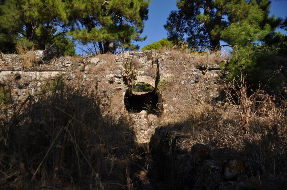 Проход в стене с бастиона к крепости