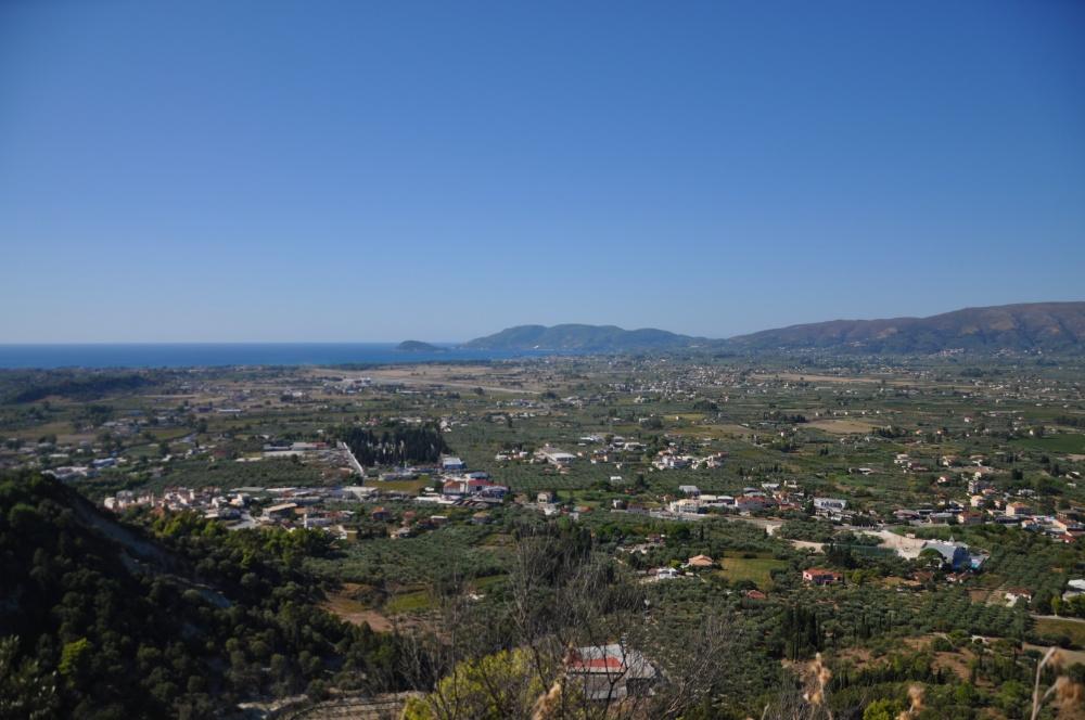 Вид на бухту Лаганас с высоты холмов Бохали