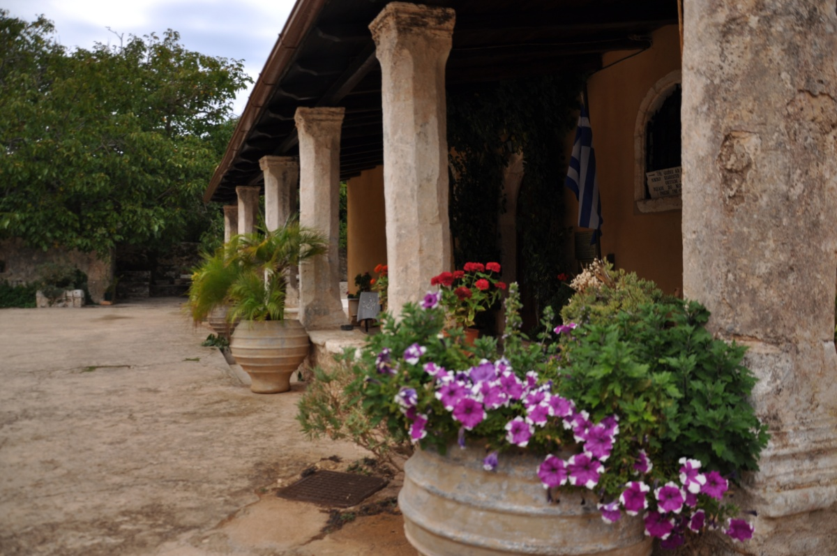 Коллонада церкви в монастыре Анафонитрия