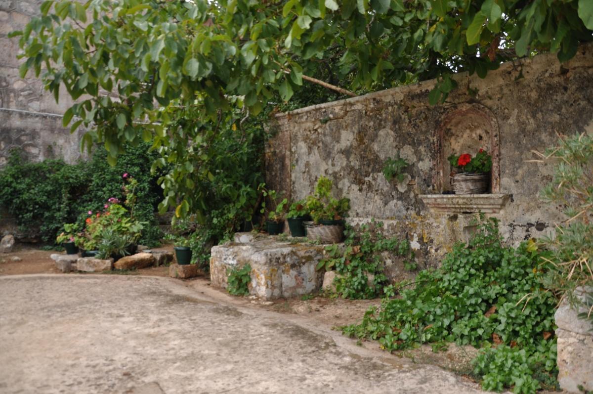 Стена в монастыре Анафонитрия