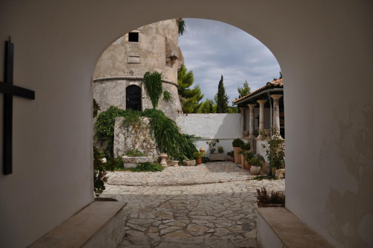 Срочный вход на территорию монастыря святого Георгия Кремнона