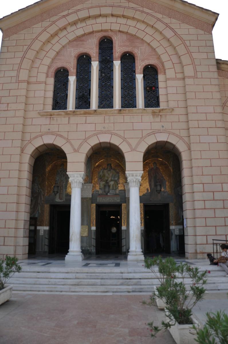 Главный вход в церковь Agios Dionysios