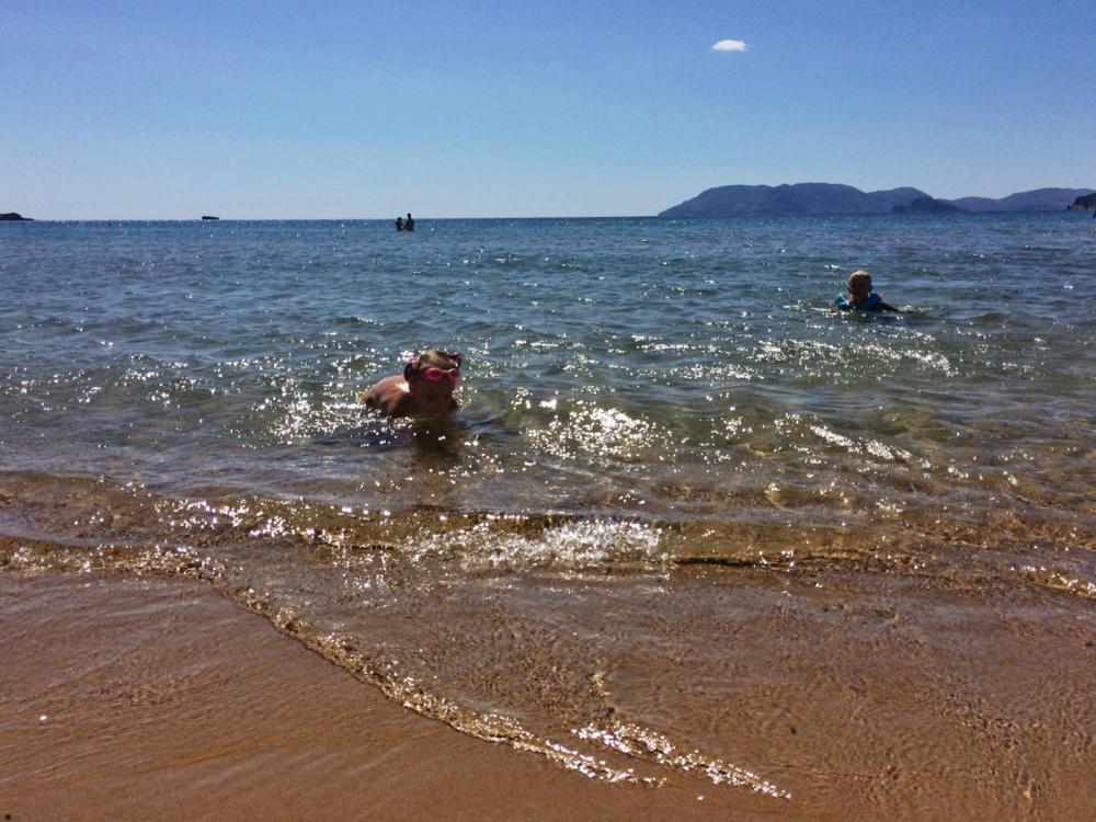 Купаемся на пляже Геракас