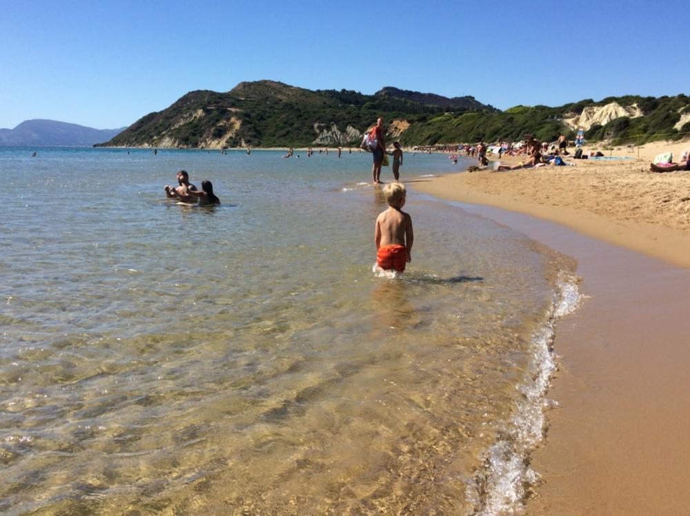 Тёма нехотя покидает пляж Геракас